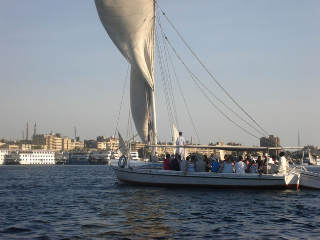 http://www.monami-travel.com/images/stories/gallery/aswan/Aswan felucca 02.JPG