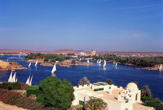 http://www.monami-travel.com/images/stories/gallery/aswan/Aswan feluccas.jpg