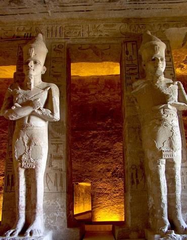 http://www.monami-travel.com/images/stories/gallery/aswan/Hypostyle hall.jpg